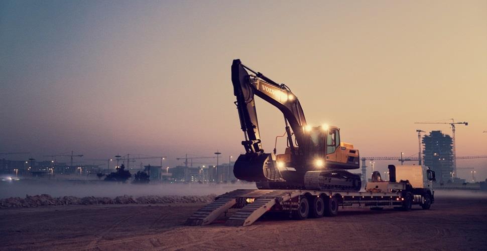 volvo machines help to build smart city in the desert 01 2324x1200