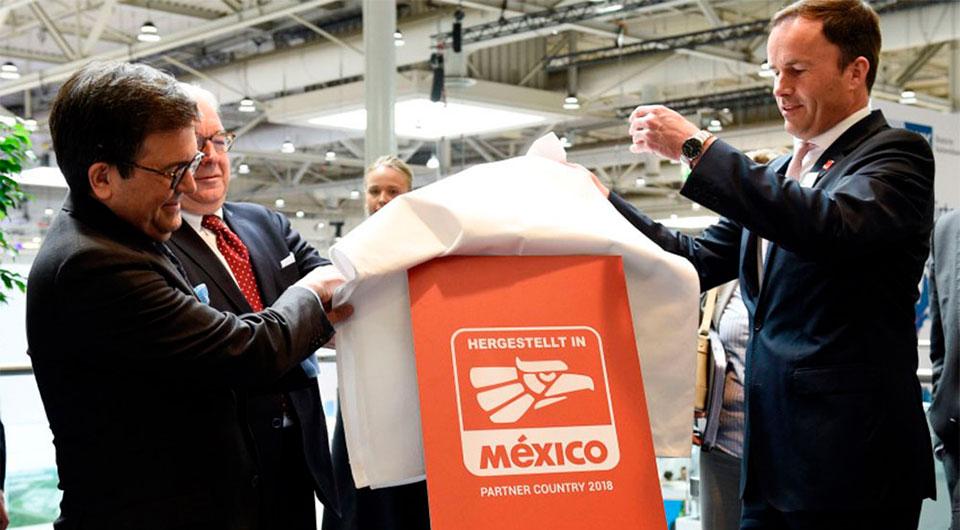 Marc Siemerting, director de Hannover Messe y Paulo Carreño King, director general de ProMéxico, durante de la presentación del país Latinoamericano como invitado de honor.
