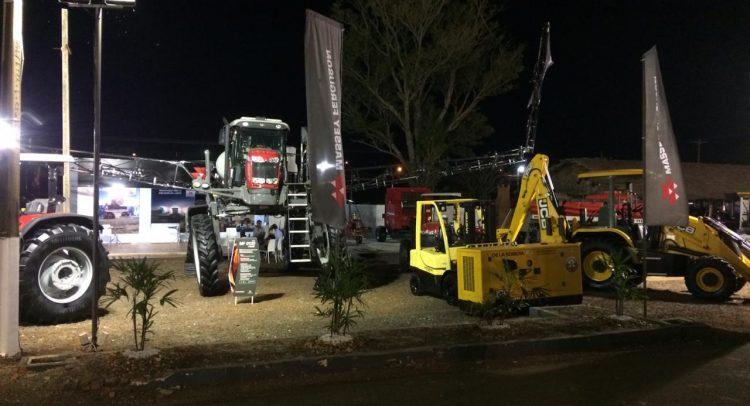"""El evento realizado en el campo ferial """"Wilfrido Soto"""", reunió a más de 400 expositores del sector de insumos y maquinarias para el campo, agricultores y ganaderos."""