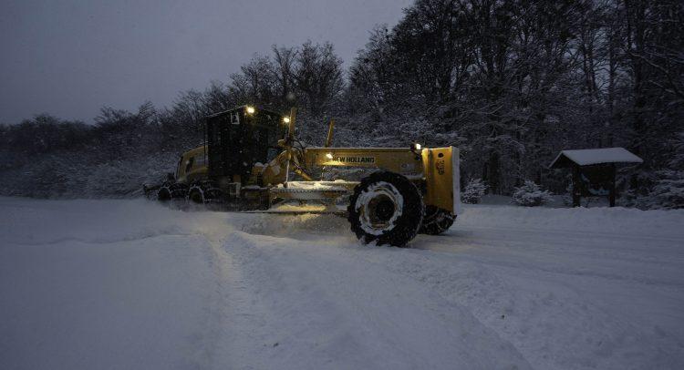 New Holland Construction aporta toda su potencia en el Operativo Invernal que se desarrolla en Tierra del Fuego