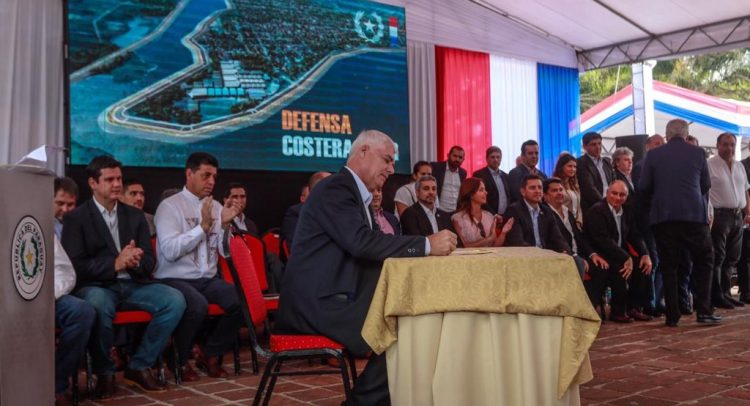 Gobierno firmó contrato para la construcción de la Defensa Costera en Pilar