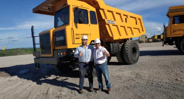 IRIMAQ entrega 2 Camiones fuera de ruta a la INC