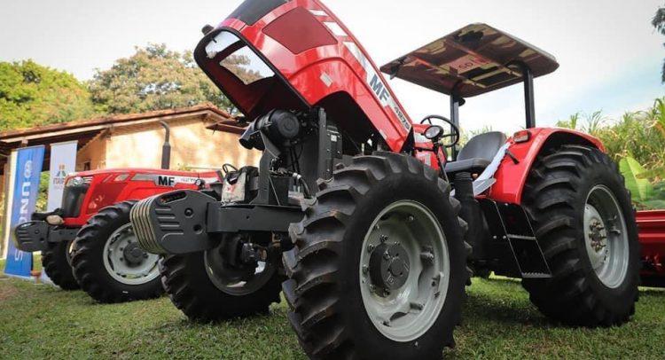 De la Sobera entrega tractores en apoyo a los productores