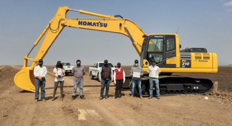Automaq entrega la primera excavadora Komatsu PC210LC-10M0 en Paraguay