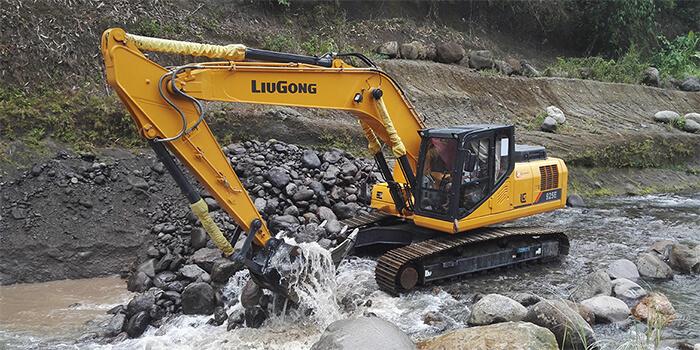 Excavadora LiuGong 925E en obra Aña Cuá