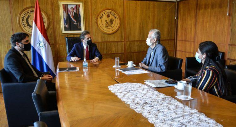 Representantes de la Cámara Paraguaya del Aluminio y del Vidrio se reunieron con el MIC