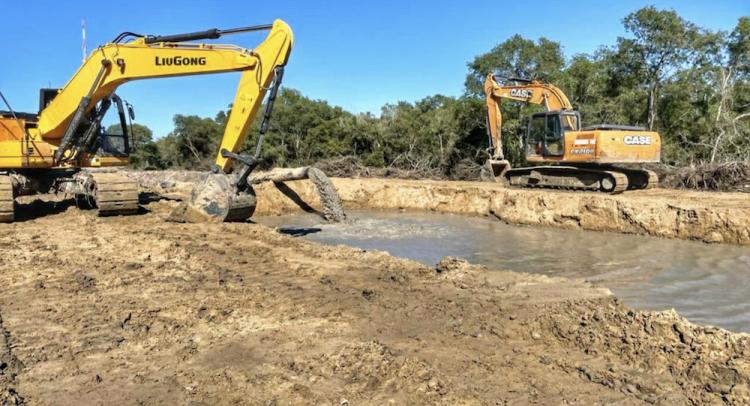 Obra 1 del tramo Alberdi-Pilar avanza con refulado, terraplén y mantenimiento de caminos