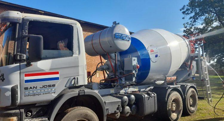 Jaramaz S.A. realizó la entrega del primer mixer fabricado en Paraguay