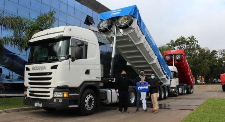TIMBO entregó dos camiones Scania con volcadores Facchini a Viñedos Santa Elena SRL