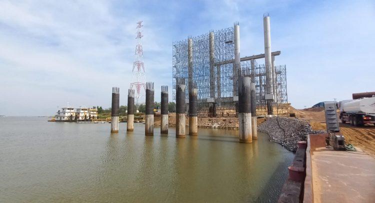 Puente Héroes del Chaco: preparan estructura de pilas en el sector de la Costanera Norte