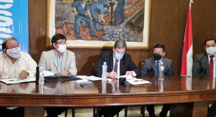 Essap firma contrato para cambiar más de 100 km de tuberías en Asunción y Gran Asunción